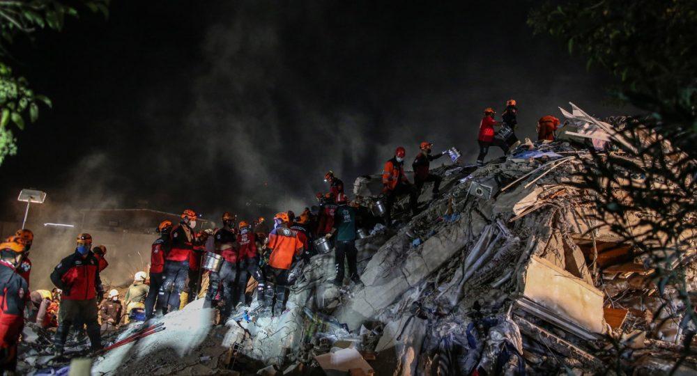 жертви и ранени след земетресение в Измир
