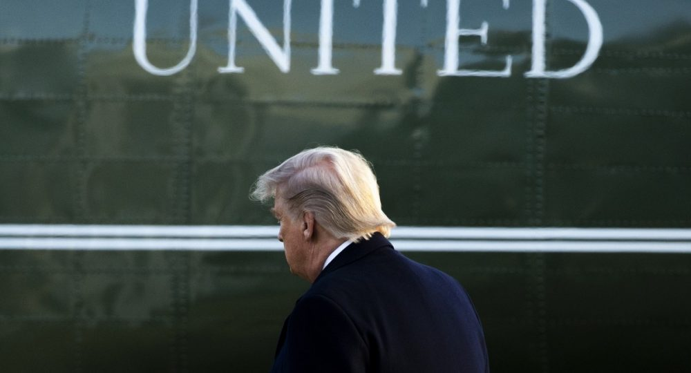 Тръмп предава властта