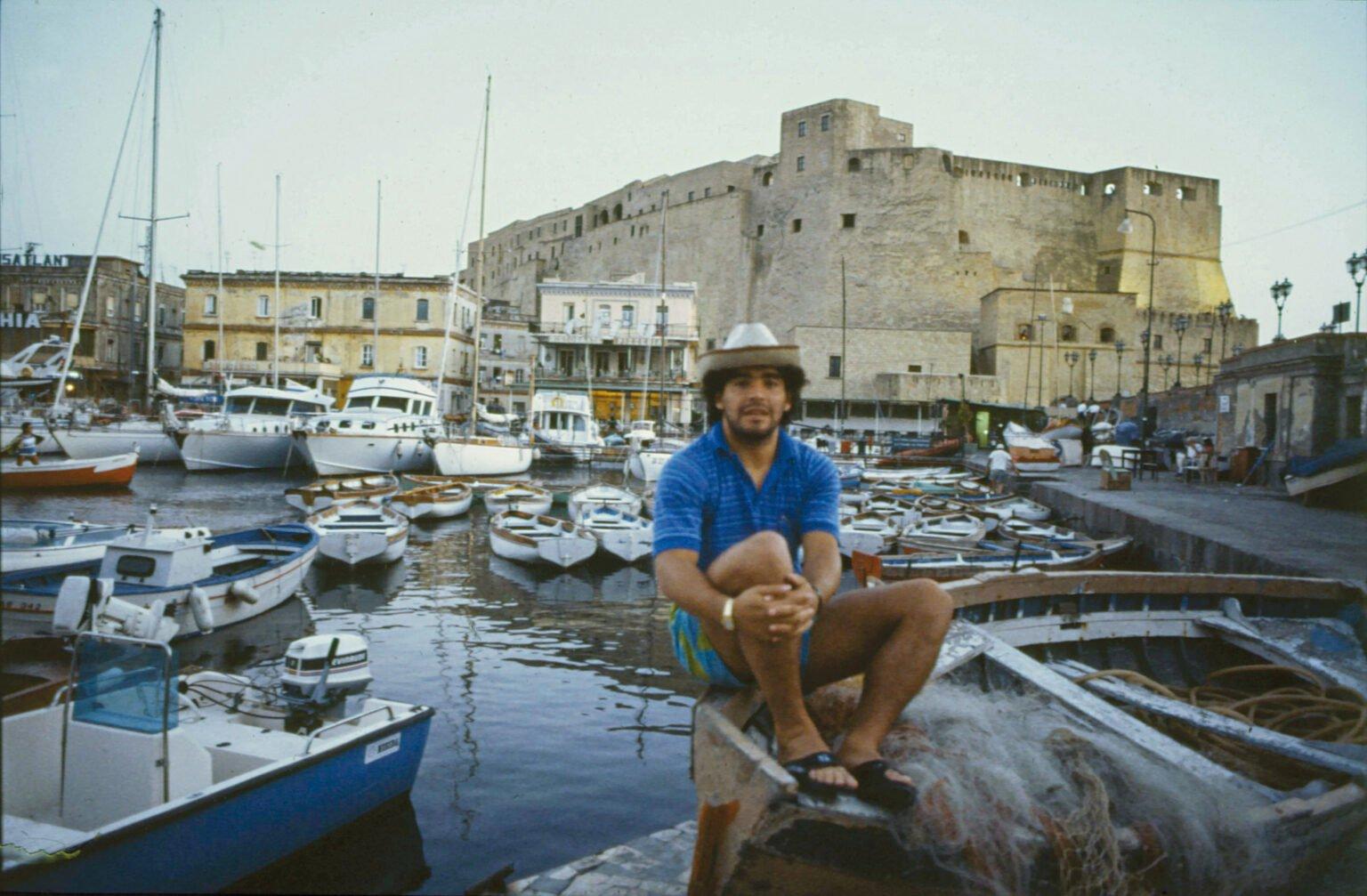 Марадона на кея в Неапол