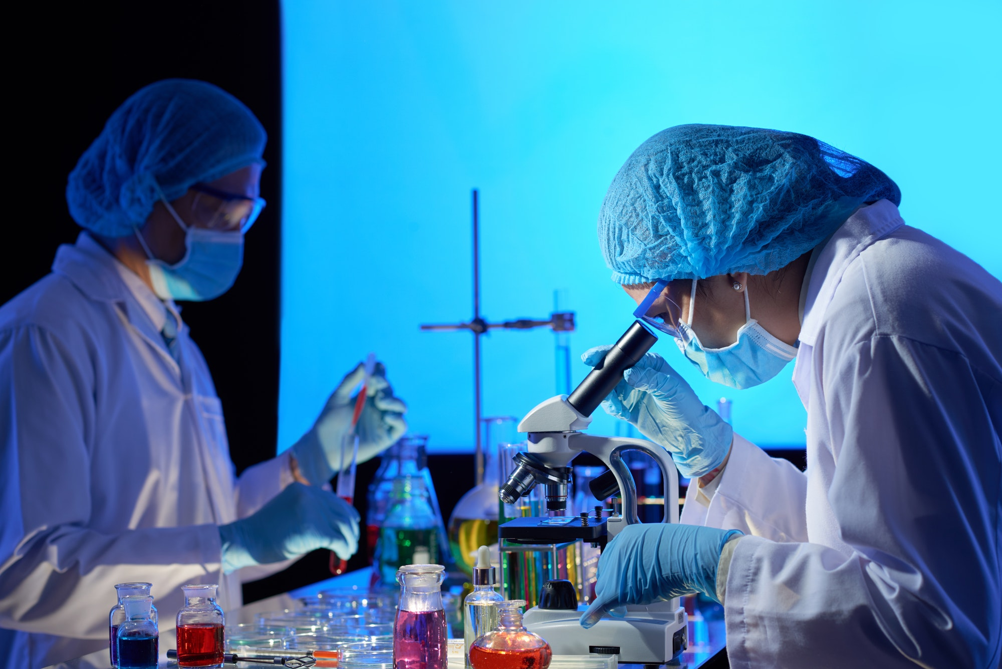 Scientists working on covid-19 vaccine