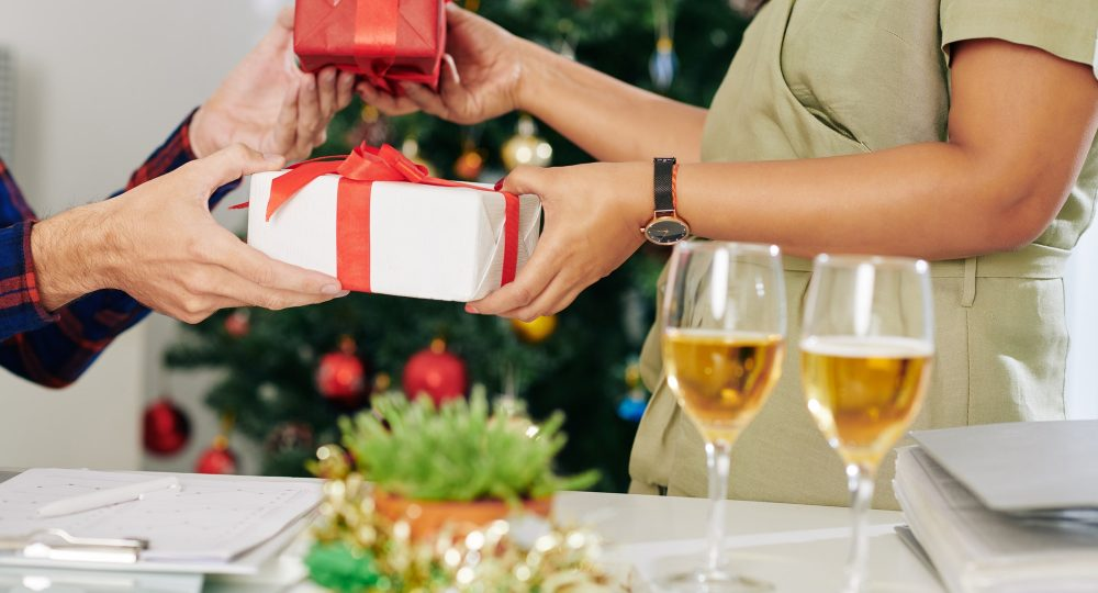 Exchanging New Year presents